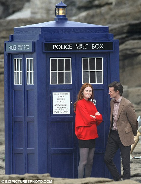 matt-smith-tardis-karen-gillan-amy-pond
